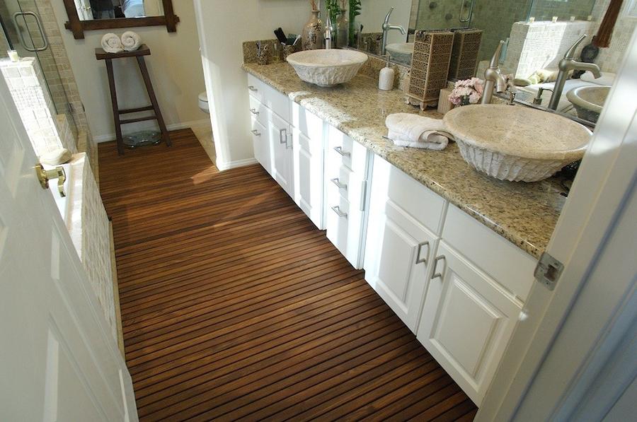 тиковый пол для ванной комнаты